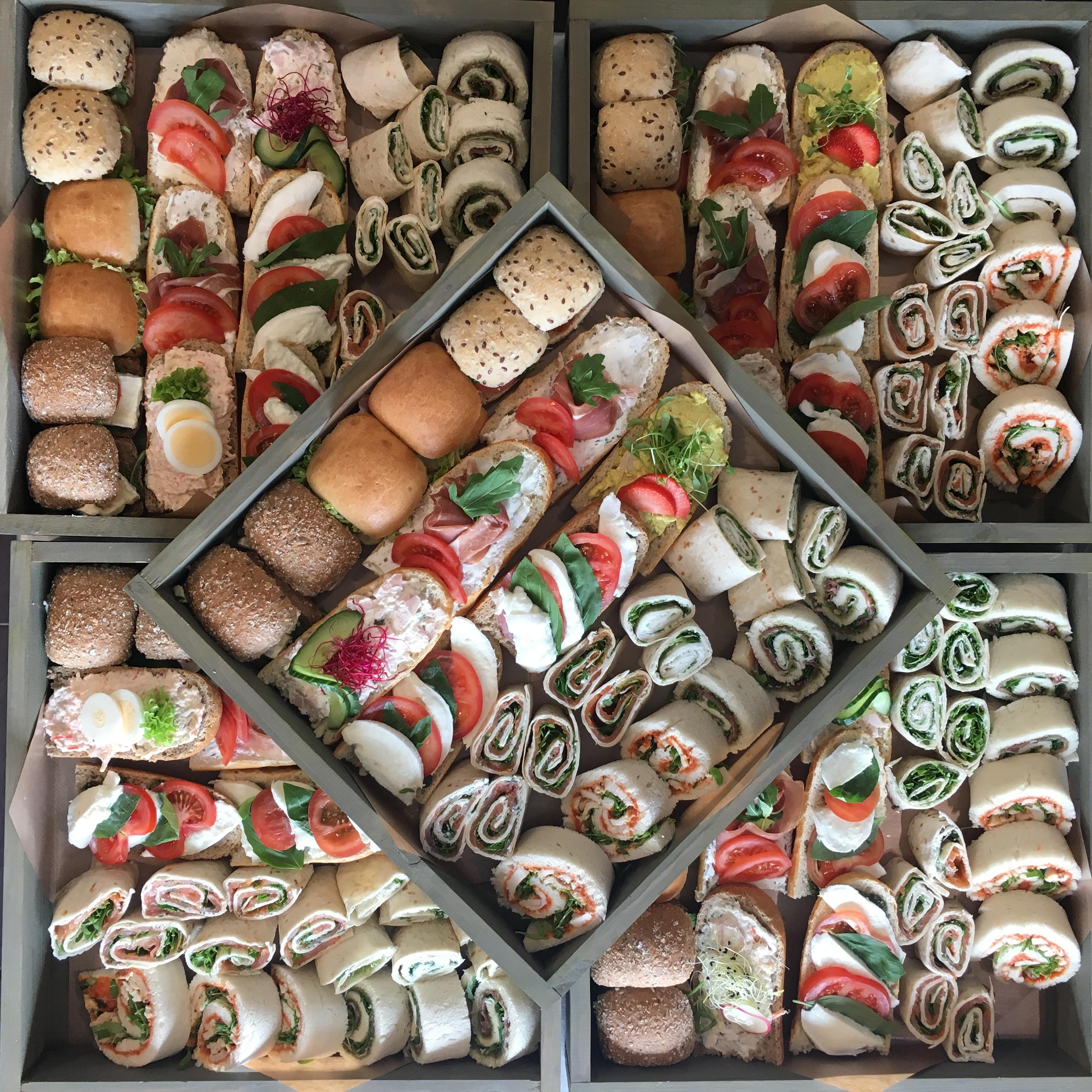Broodjes mix, open belegd, wraps, mini broodjes